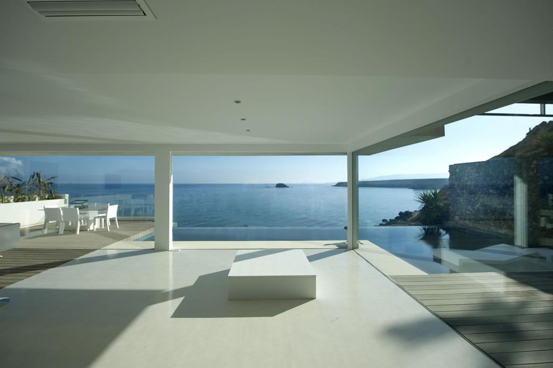 Portada casa flotante sobre el mar  Home